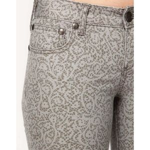Free People   Gray Lace Print Crop Skinny Jeans
